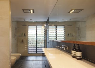 Bathroom with louvres in shower area