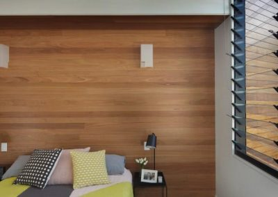 Bedroom uses louvres to keep occupants feeling fresh and healthy
