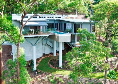 Impressive engineering keeps the home perched above the surround bushland