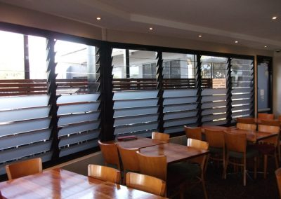 The restaurant uses a combination of clear glass louvre blades and satina louvre blades for privacy