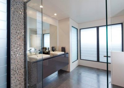 Bathroom with satina glass louvre blades from Breezway