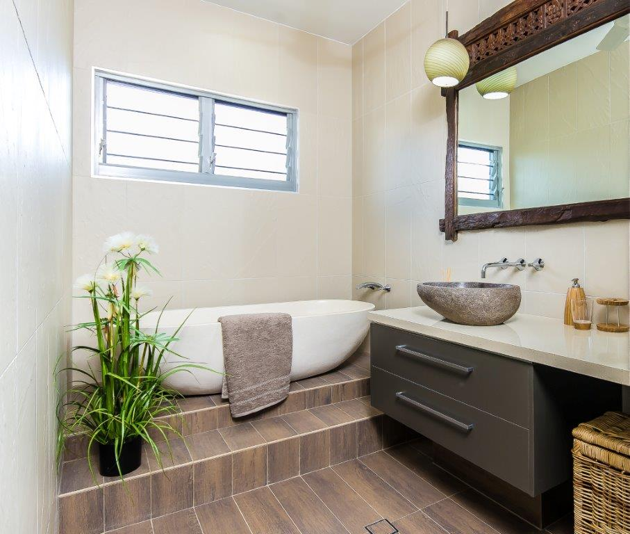Northern star new home entertaining with breezway louvre for Bathroom display centres sydney