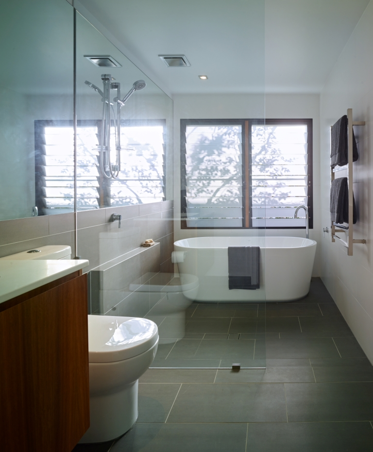 Ladrillo residence brisbane light airy open architecture Modern australian bathroom design