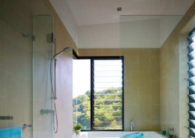 Bathroom with Breezway Altair Louvre windows with fixed glass for ventilation and view