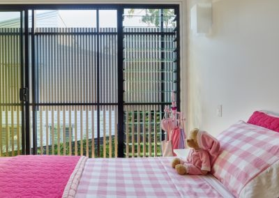Child's bedroom with Breezway Louvre Windows onto deck