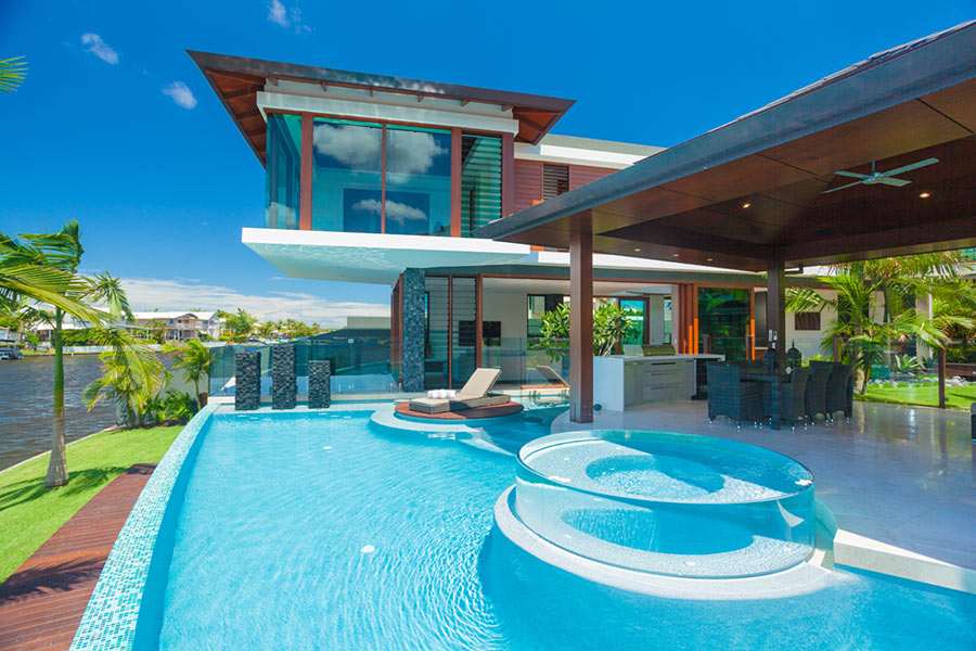 Tropical house resort style capturing sea breezes for Pool design hamilton