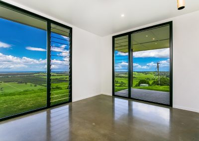 Maximise views with louvre and fixed glass