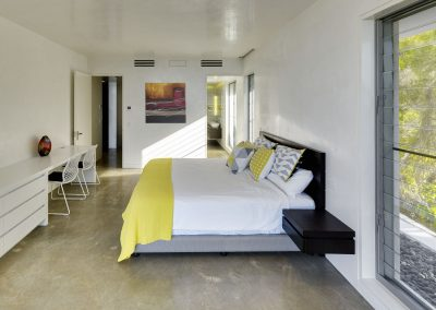 Manual-Breezway-louvres-in-bedroom-with-flyscreen