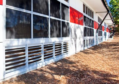 Breezway louvres with aluminium blades can block out the sun while allowing fresh air in