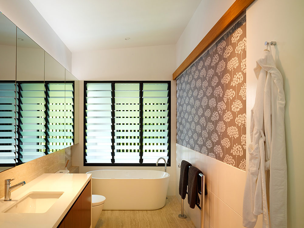 Windows with satina or satinlite louvre blades australia - Obscure glass windows for bathrooms ...