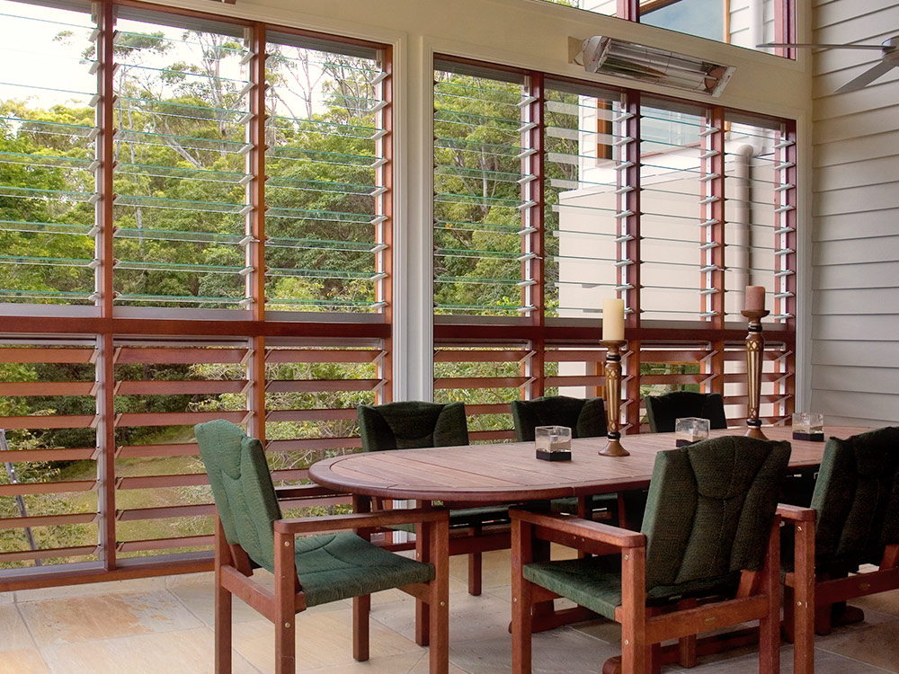 Louvre windows in outdoor rooms australia for Outdoor rooms photos