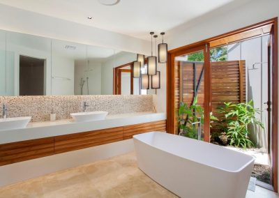 Sunshine villa bathroom