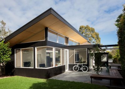 B&W house uses Breezway louvres for natural ventilation and clear outdoor views