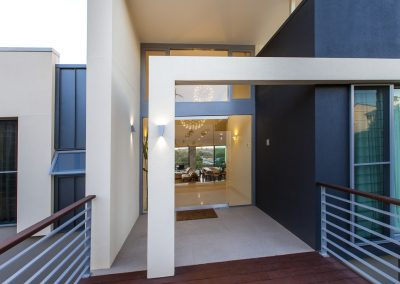 Front_door_entrance_with_breezway_louvres