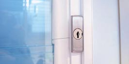 <strong>Keylocks</strong><br>Keylocks are available in one metal finish and are ideal for added security. <strong>NOTE:</strong> Not available with the Powerlouvre or Innoscreen Window System.