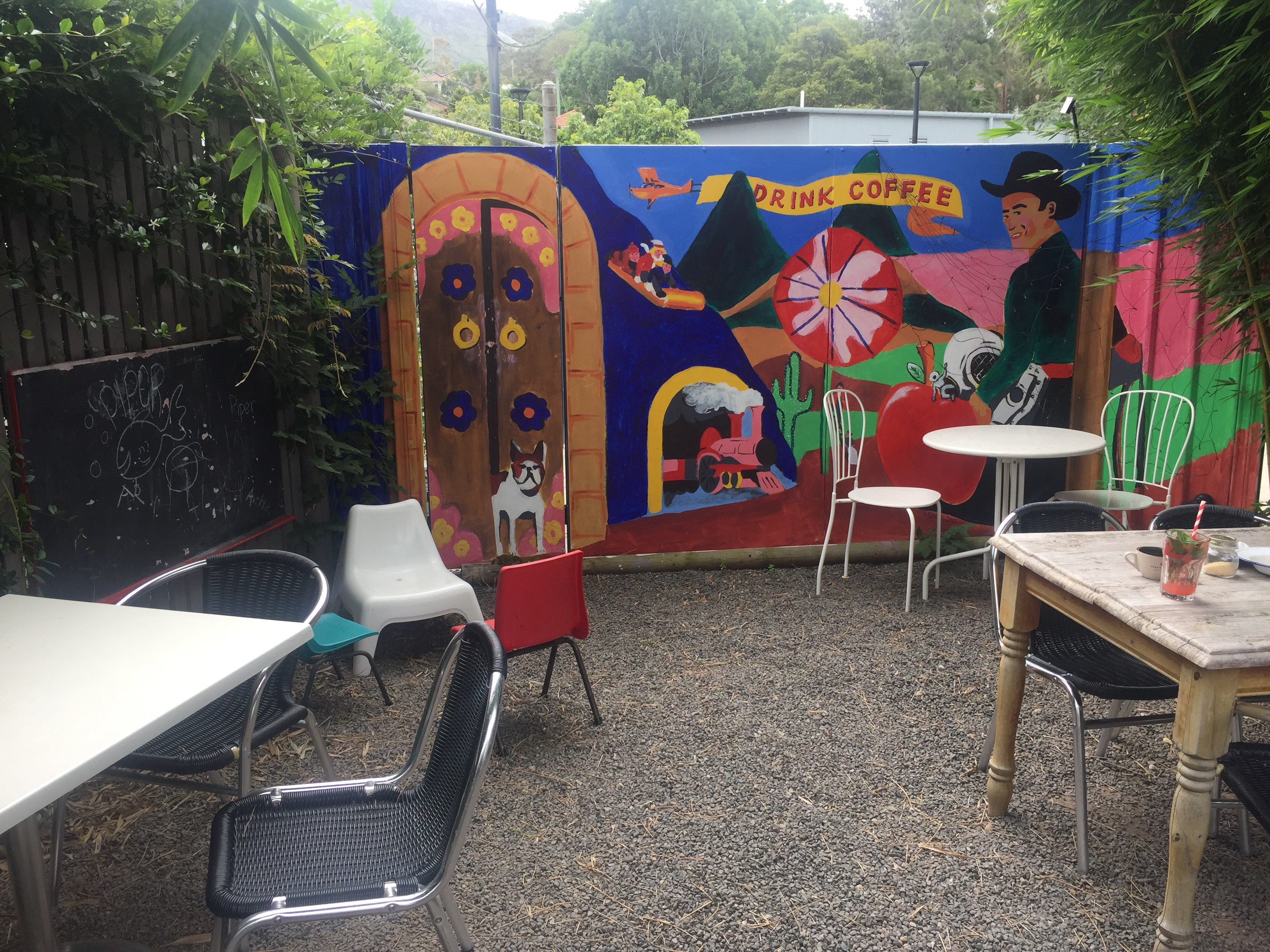 Outdoor_entertainment_area_for_kids_at_two_mountains_merchants