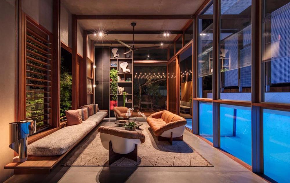 Living_area_with_breezway_louvres_in_North_Bondi_Residence
