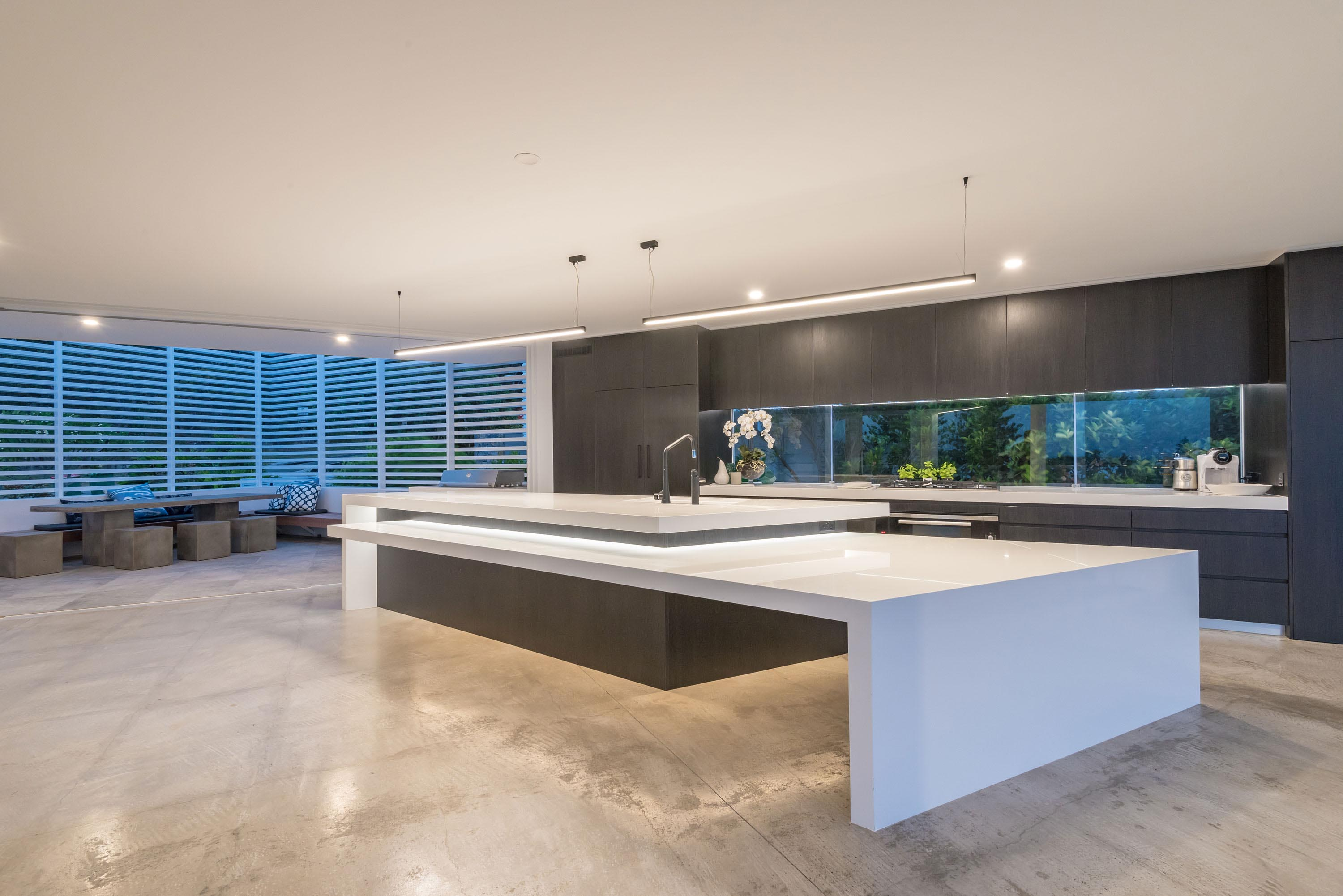 Kitchen area with screening system to the left
