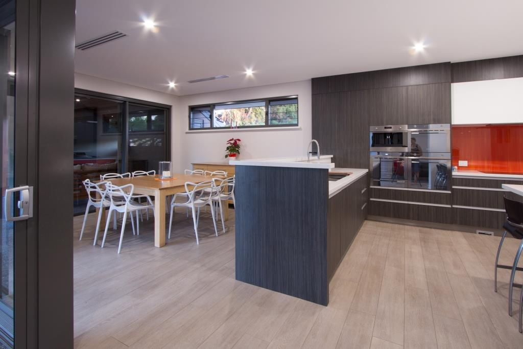 Breezway louvre fixed lite combination in the living and dining area allow cross ventilation