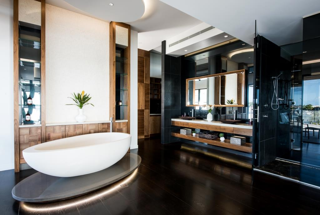 Luxurious bathroom in the lagoon house