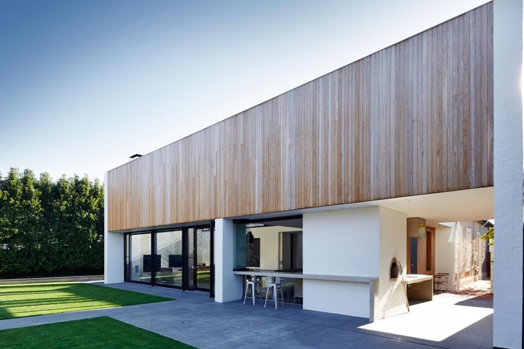 The JR House exhibits clean architectural lines