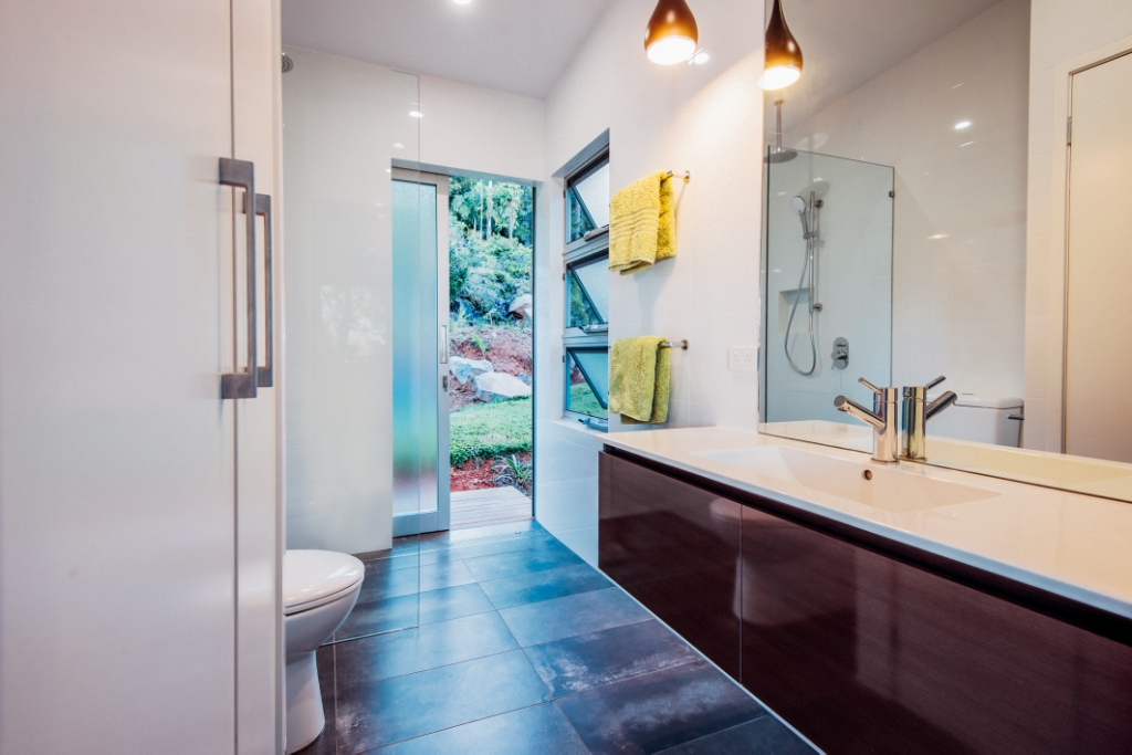 Bathroom area with natural ventilation